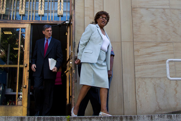 Shirley Huntley, Queens State Senator, Turns Herself In - NYTimes.com